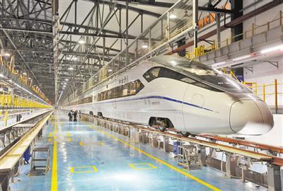 成渝高铁全线拉通试验 时速300公里